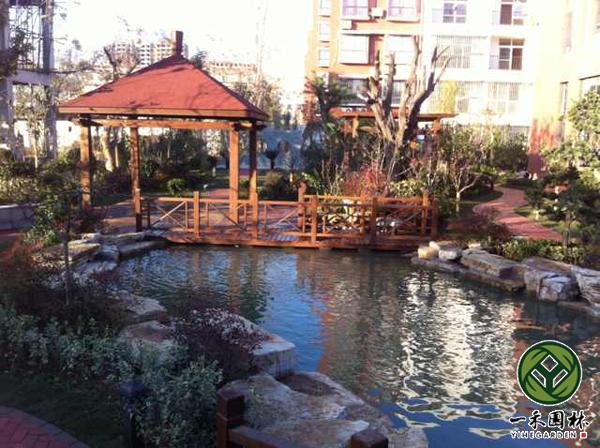 详细说明 杭州一禾园林景观工程有限公司专业别墅庭院景观设计,别墅庭院景观设计施工,别墅庭院景观设计绿化,别墅花园景观设计,小庭院景观设计等,拥有一方庭院是幸福的,因为可以把生活空间延续到自然中去。丰富的创造力会满足人们对自然的亲近感。将庭院布置的诀窍应用到户外空间,让户外空间与住宅融洽地结合。