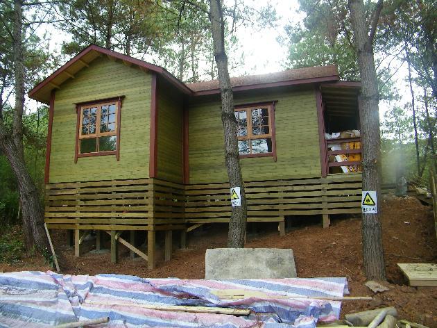 厦门欣大庄景观工程有限公司是一家专业从事户外休闲木屋及木作景观的专业公司。 ,,公司成立于2004年,公司成立以来以各景观公司为依托,以市场需求为导向。勇于创新,不断开拓,配合业内设计人员长时间的探索,拥有一支全面的技术队伍,确保成为您理想的合作伙伴。 木制产品--新时代的宠儿、住宅新概念的形象大使 依  据:,科学研究证明长期居住木屋能延长寿命9-11年 公  认:,人居住的房屋以木造最佳 原  理:,地球生物中树木的寿命最长且采伐后依然存活 特  点:,绿色环保节能、调温调湿、抗震抗菌、隔音阻燃、防腐
