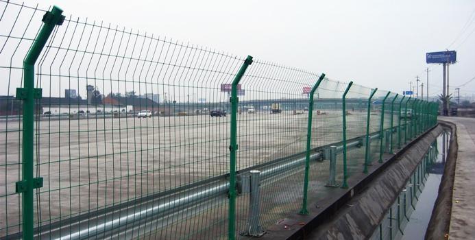 河池护栏网厂家-品牌好的广西高速公路护栏网批发价格