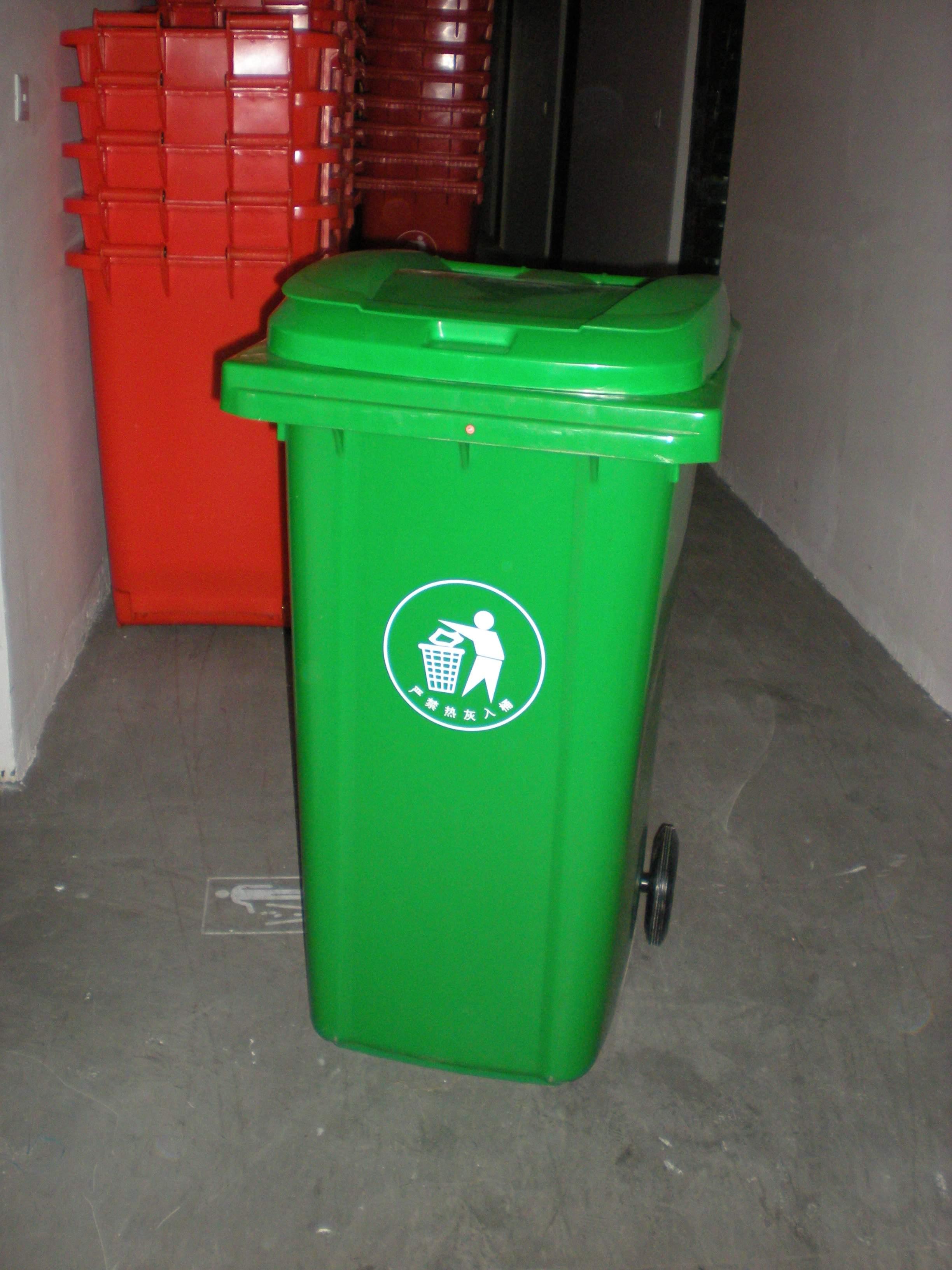 240升挂车塑料垃圾桶