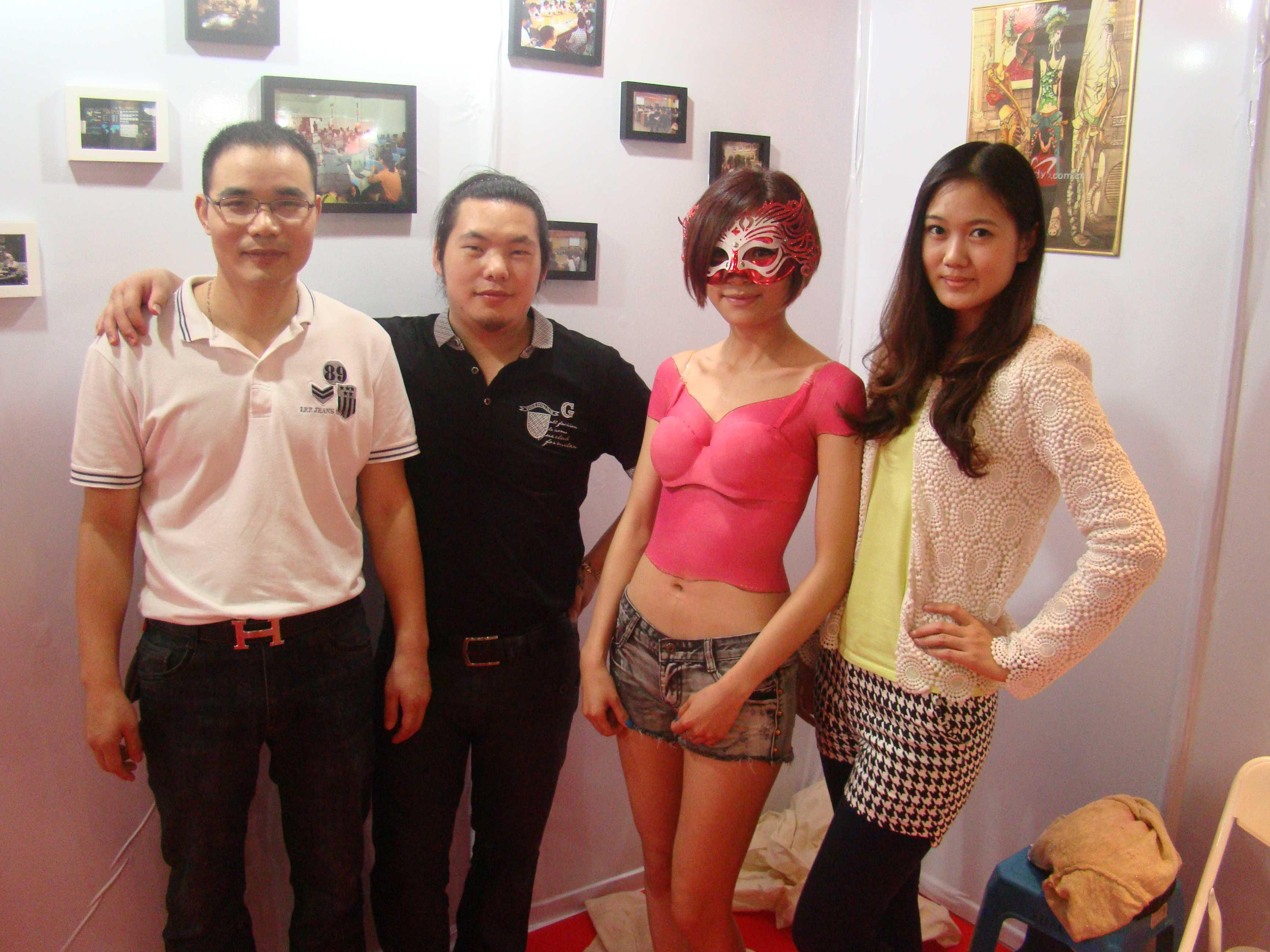 石狮服装打版培训,最好的服装打版培训学校,香港时装设计学院创办于1969年,由香港政府立案注册,成为香港第一所时装,设计专科学院,被新闻界誉为香港时装精英的发展地也是东南亚最早成立的时,装设计学院。推行国际先进的教学方法,理论实践相结合,将长期的学习过程浓缩,为高效率,专业化强化训练,打破了传统的教学方式产生深远的影响,开创服装界,之先河。培育人才着重实用,毕业生能学以致用成为行业专才。教育方式一直倍受,服装界专业人士及学生推崇,国内许多知名设计师、企业家都出自香港设计学院为,学院增光!,香港时装设计学