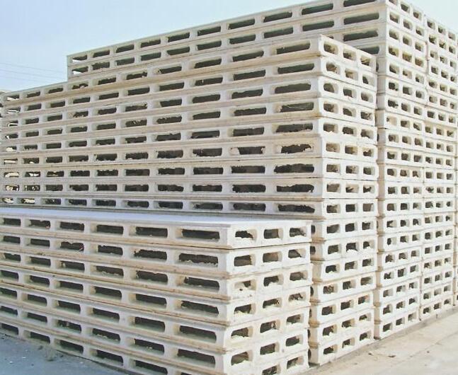 grc新型轻质隔墙板以耐碱玻璃纤维为增强材料,以低碱度高强水泥砂浆为胶结材料,以轻质无机复合材料为骨料,执行国家JC666标准; GRC具有构件薄,高耐伸缩性、抗冲击性能好,碱度低,自由膨胀率小防裂性能可靠,质量稳定,防潮、保温、不燃、隔声、可锯、可钻、可钉、可刨、可凿、墙面平整施工简便、避免了湿作业,改善施工环境,节省土地资源,重量轻在建筑中减轻荷载,(是粘土砖的1/61/8重)减少基础及梁、拄钢筋混凝土,降低工程总造价,扩大使用面积。是建筑物非承重部位替代粘土砖的材料,近年来已广泛应用,是国家建材局