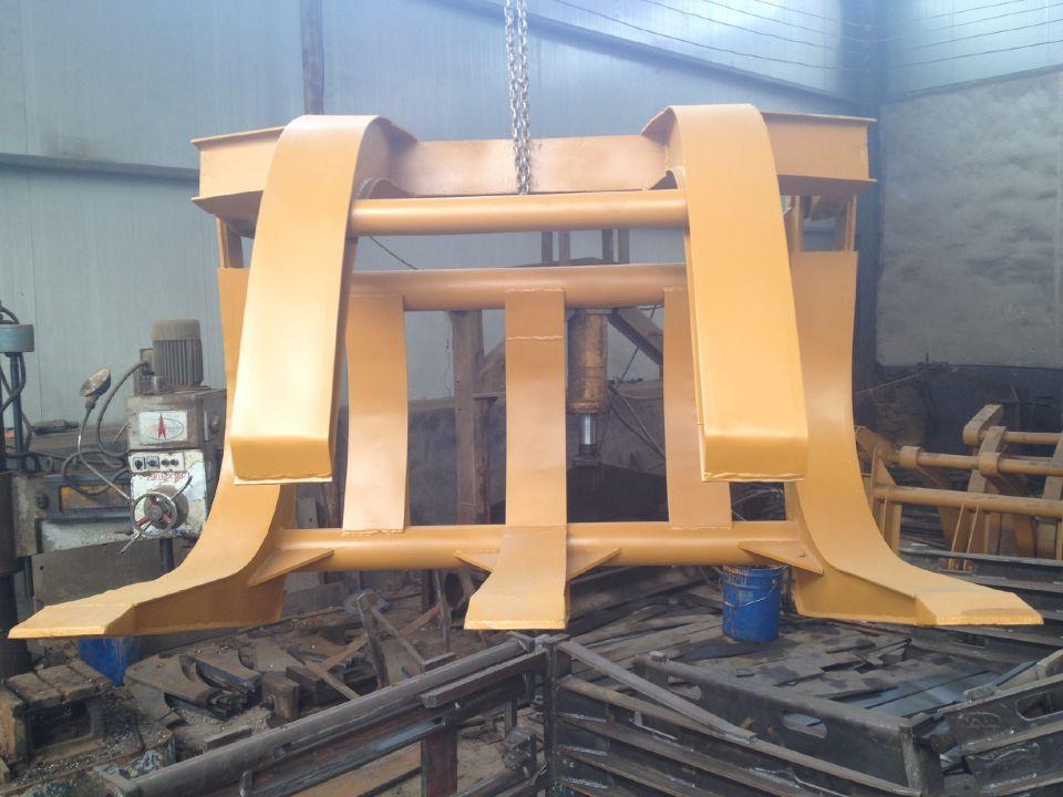 专业生产制作改装抓木机抓草机抓管机门架包夹等机械设备