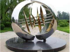 大型雕塑制作就找济南赛博金刚铁艺——变形金刚模型值得信赖