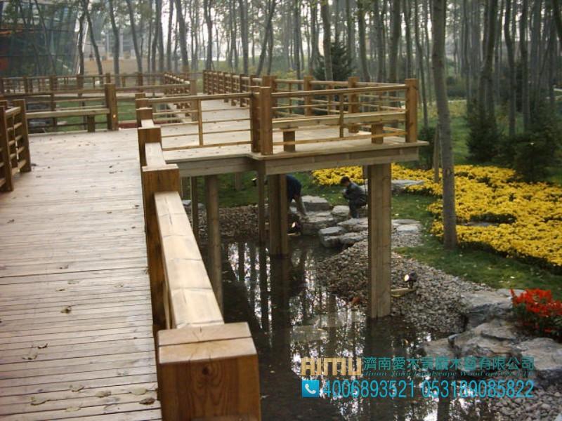 爱木景观木艺厂提供的防腐木栈道怎么样:创意防腐木