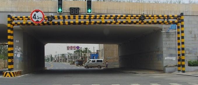 公立限高架定做安裝,廣西交通設施廠家認準泰路交通