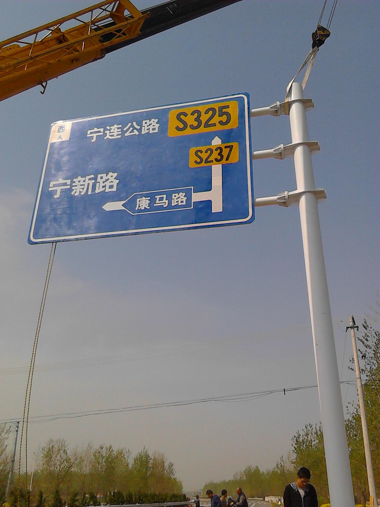 廣西哪里有交通標志桿廠家_南寧交通設施批發市場