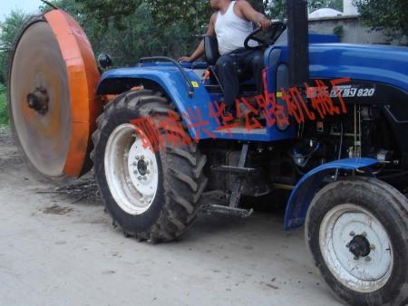 聊城农田水利开沟机生产在兴华公路机械