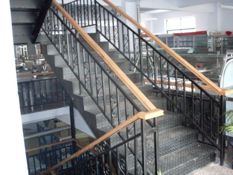 铁艺楼梯安装|铁艺楼梯