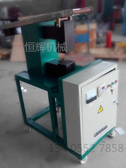 感应轴承加热器(轴承感应加热器)是 轴承加热器的经典,利用电磁感应原理将 轴承、联轴器、齿轮、衬套等环状孔形零 件作为线圈的次级在感应电流作用下使其 内孔受热膨胀达到过盈装配的需要。电器 部分采用的芯片微处理技术,坚固 耐用的设计为连续工作状况提供了安全可 靠的保证。将微电脑控制技术应用于加热 控制全过程中,实现了加热器软启动、软 停机、自动调整输出功率、自动检测程 序、自检加热装置工作故障、以及非正常 工作状态诊断和保护等功能。适合于钢铁 厂、火车、造纸厂、齿轮制造厂的维修及 制造。为了保证产品发货途中