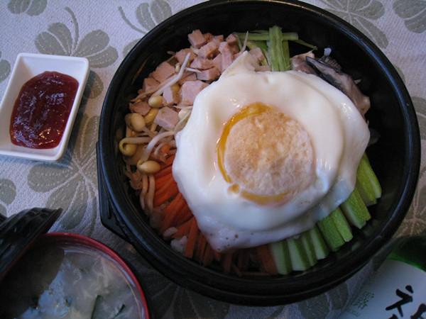 鸡肉石锅拌饭