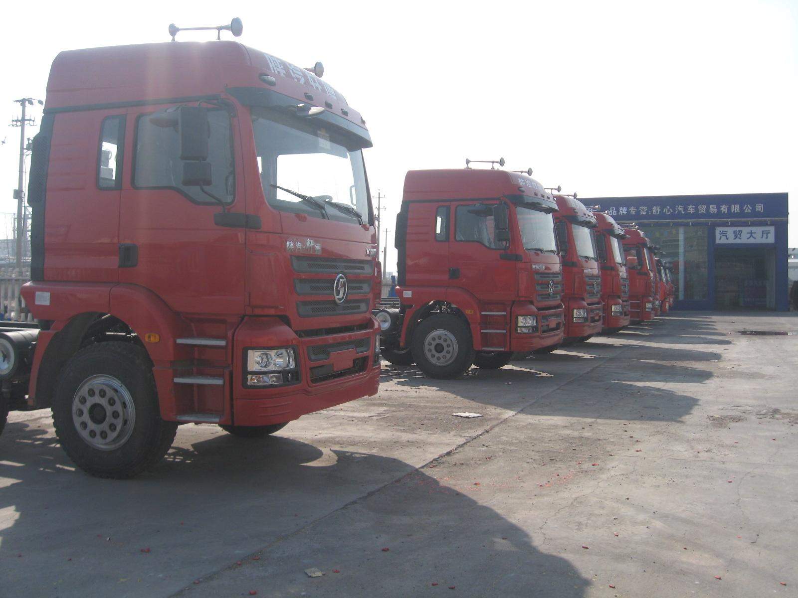 陕汽轩德3系高顶双卧9.5米高栏载货车