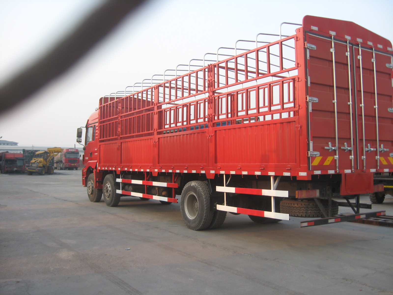 陕汽德龙新m3000九米五整车高栏载货车