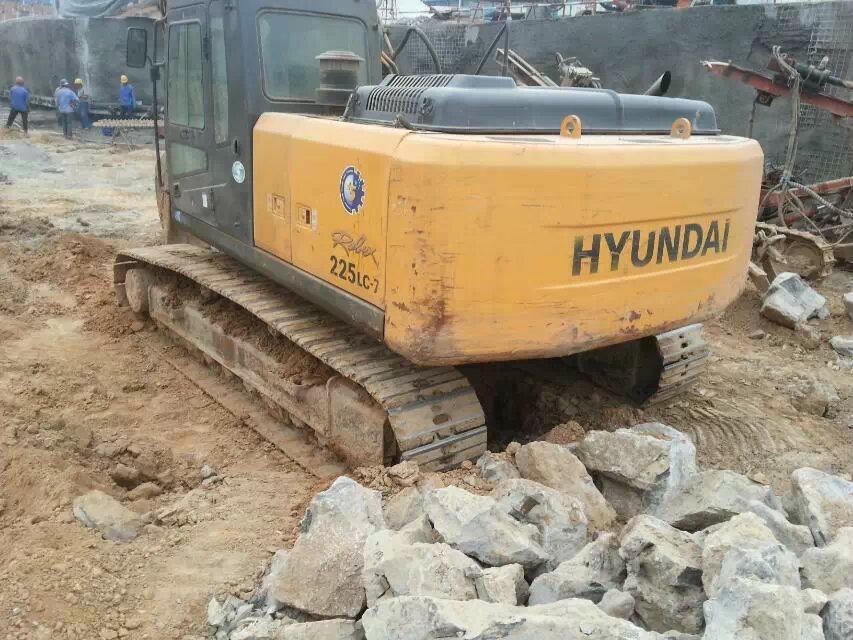 骏亿工程机械供应上等二手挖掘机|蚌埠二手挖掘机销售