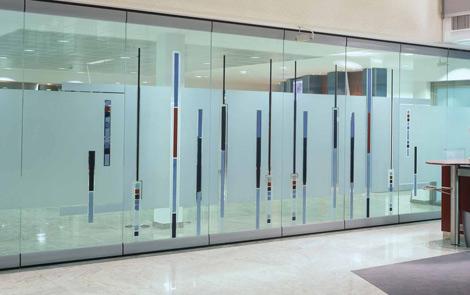 诚意天宏隔断厂的玻璃活动隔断系列在艺术设计,技术开发,材质选择等