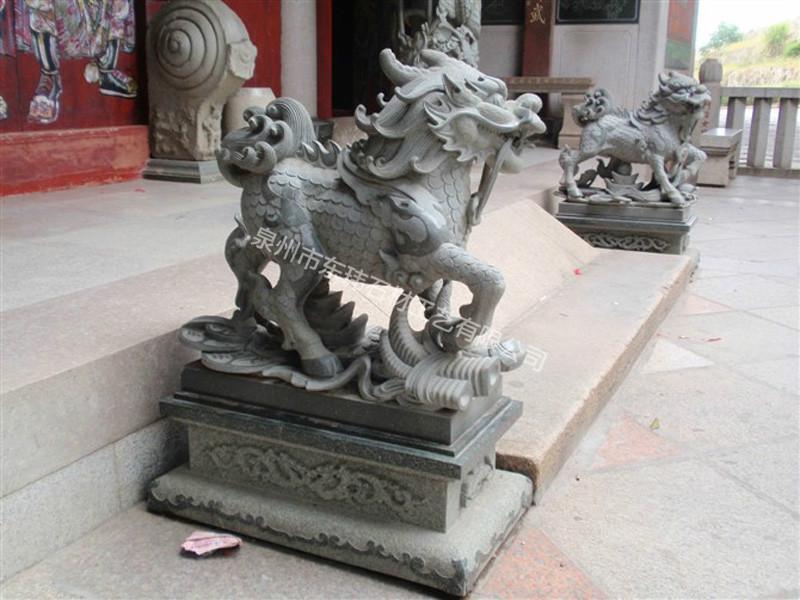 二十一世纪初,泉州市东玮石材工艺有限公司创办於中国著名石雕之乡惠安。 公司自创办以来从事石雕行业10余年, 公司拥有一批专业、敬业、经验丰富的高级雕塑艺术师及石刻能工巧匠。 主营范围:现代雕塑、寺庙古建、人物雕像、动物雕像、陵园墓石、市政园林、外墙干挂、石亭牌楼、宗教艺术及欧美建筑艺术等工艺石雕作品的设计、生产、销售、安装服务。 东玮雕刻将继续坚持以人才為依託、以质量求生存、以服务赢信誉、以创新树品牌、以管理求效益、以改进拓发展;力求成為更专业的,更具品味的雕刻创作实体。 我们愿意与广大客户真诚