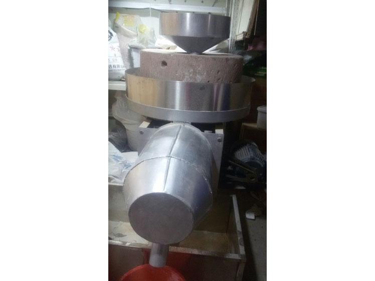 郑州家兴石磨专业的面粉石磨出售 供应面粉石磨
