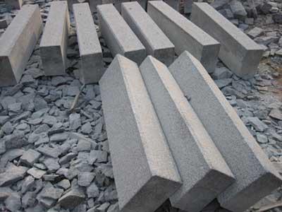 淄博路边石,出售烟台口碑好的栖霞灰路边石