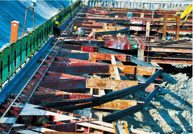 钢结构内支撑地下室支护预应力鱼腹梁