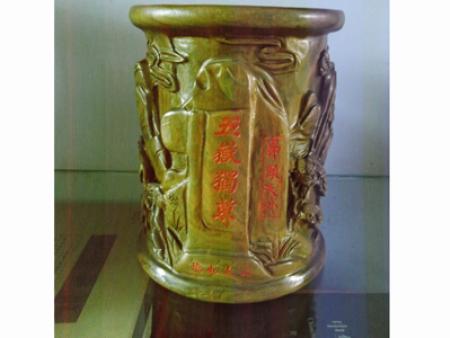 五岳独尊檀木笔筒  价格480-780元