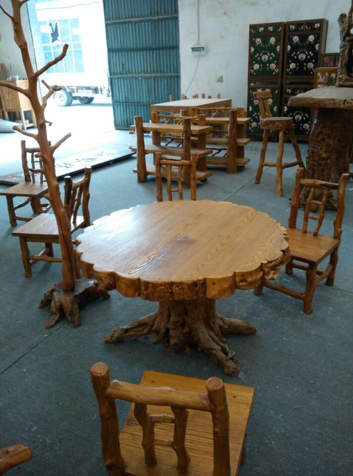 明东古典家具一直以高品质、低价位创品牌的经营之路,一直致力于经济实用,健康环保,个性时尚的产品研发与生产销售。明东古典家具以专业的态度生产各类家具家电类产品,主营的餐桌椅具有餐桌椅的用途,并且支持内贸的形式销售。 夏津县宋楼镇明东古典家具厂供应的餐桌椅产品自投放市场以来,以个性化的设计、精湛的工艺,优异的品质,合理的价位和满意的服务,赢得了广大需要群体的青睐和信赖。欢迎莅临公司参观指导,公司地址:山东省夏津县宋楼镇刘芦工业园 以上就是枣木家具厂家,安徽枣木家具,重庆仿古家具的信息,谢谢