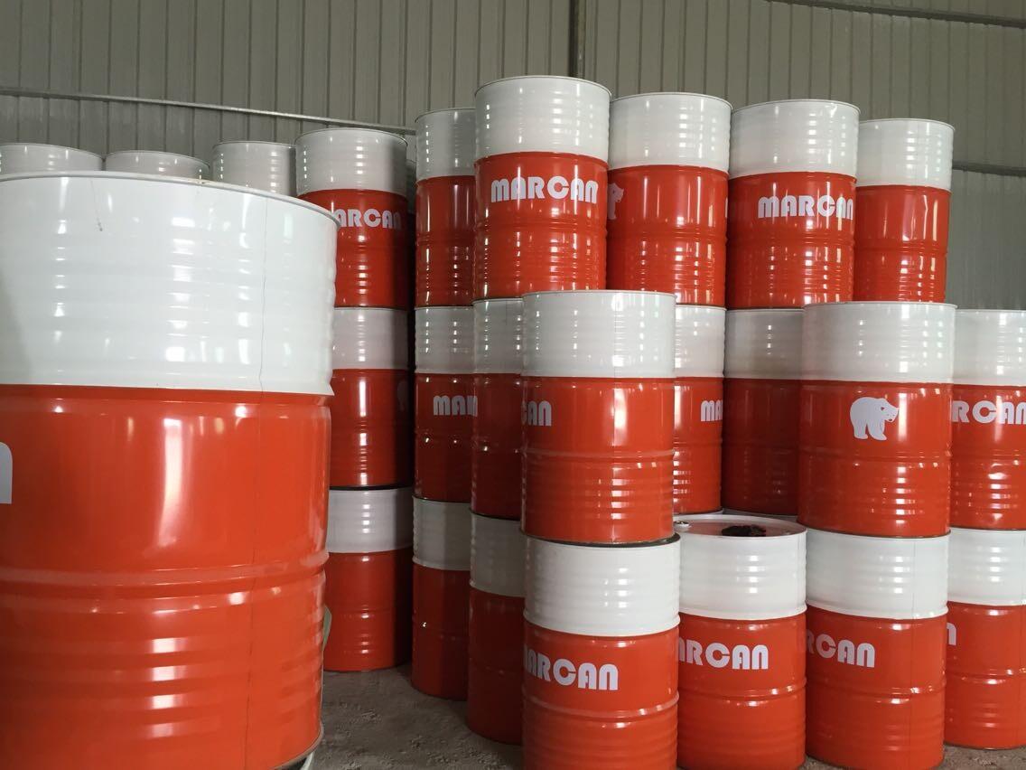 相关介绍 Mar can液压油 产品简介 Mar can系列液压油是性能卓越的抗磨损液压油,专门为满足各种液压设备的要求而制。本系列产品能延长油品/滤油器的使用寿命 并最有效地保护设备,从而减低保养费和产品处理开支。本系列产品是与主要设备制造商联手开发的,可满足装置精密液压系统的高液压、高输出泵的严格要求,也能应付液压系统其他组件,如低间隙伺服阀门及高精度数控机床等的严格要求。本系列产品广泛符合采用多冶金技术设计的各种液压系统及组件制造商对性能最严格的要求,单一产品就具有杰出的性能特性。Mar can系列