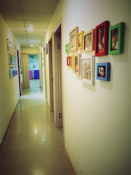 岛中央钢琴艺术培训中心的艺术长廊