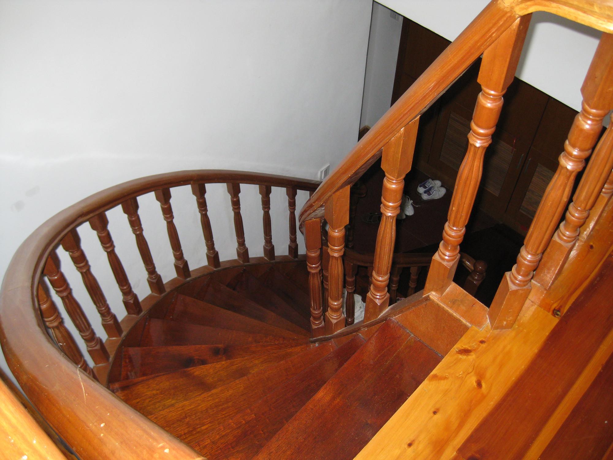 实木楼梯/实木弧形梯/实木旋转楼梯/实木直梯安装