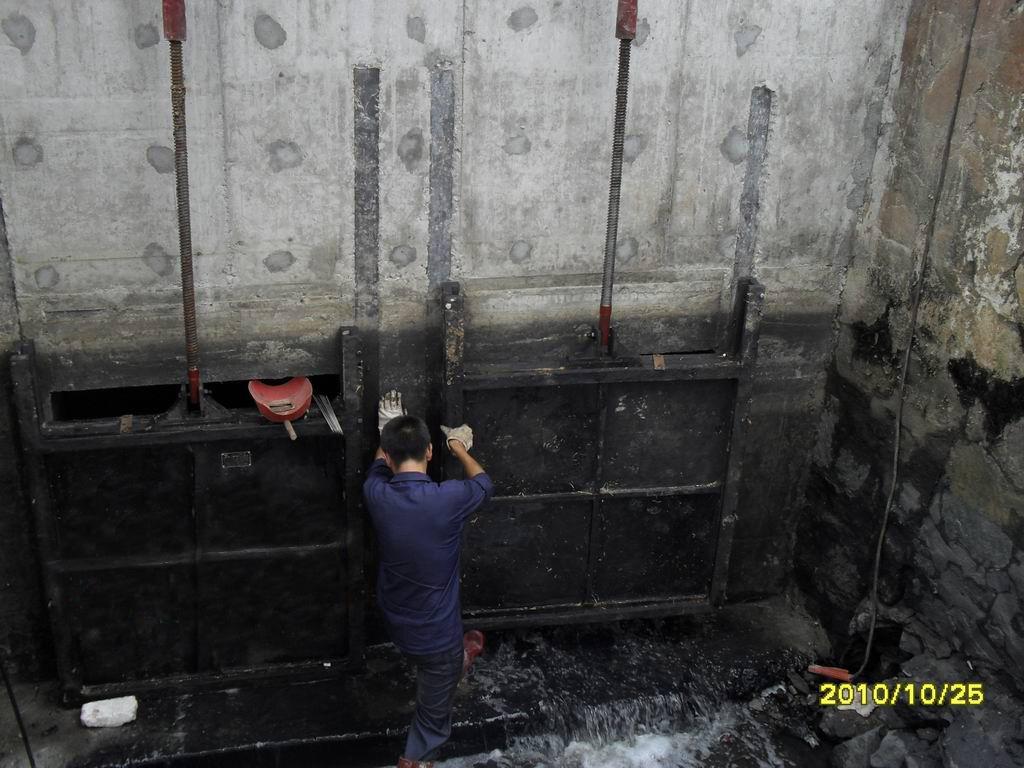 實惠的渠道單向鑄鐵閘門供銷:單向鑄鐵鑲銅閘門代理