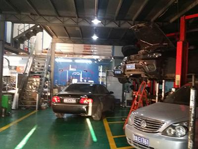 兰州汽车修理在哪里 兰州东岗进口车变速箱改装高清图片