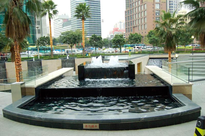 流水喷泉图片