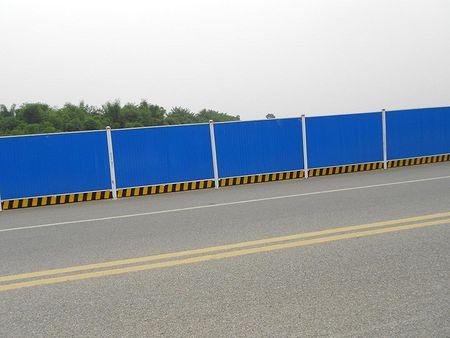 专业品质保证,彩钢围挡厂家经销,给您带来不一样的彩钢围挡!